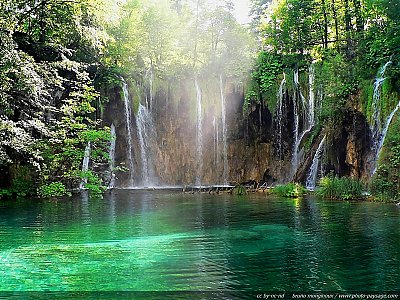 Le lac, sa brume, ses vapeurs lumineuses